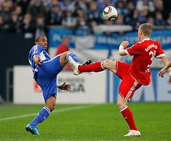 03.04.2010, Veltins Arena, Gelsenkirchen, GER, 1.FBL, Schalke 04 vs Bayern München (Muenchen), im Bild: Jefferson Farfán / Farfan  (Schalke - PER #17) vs Bastian Schweinsteiger (Bayern München / Muenchen GER #31). EXPA Pictures © 2010, PhotoCredit: EXPA/ nph/  Scholz / SPORTIDA PHOTO AGENCY