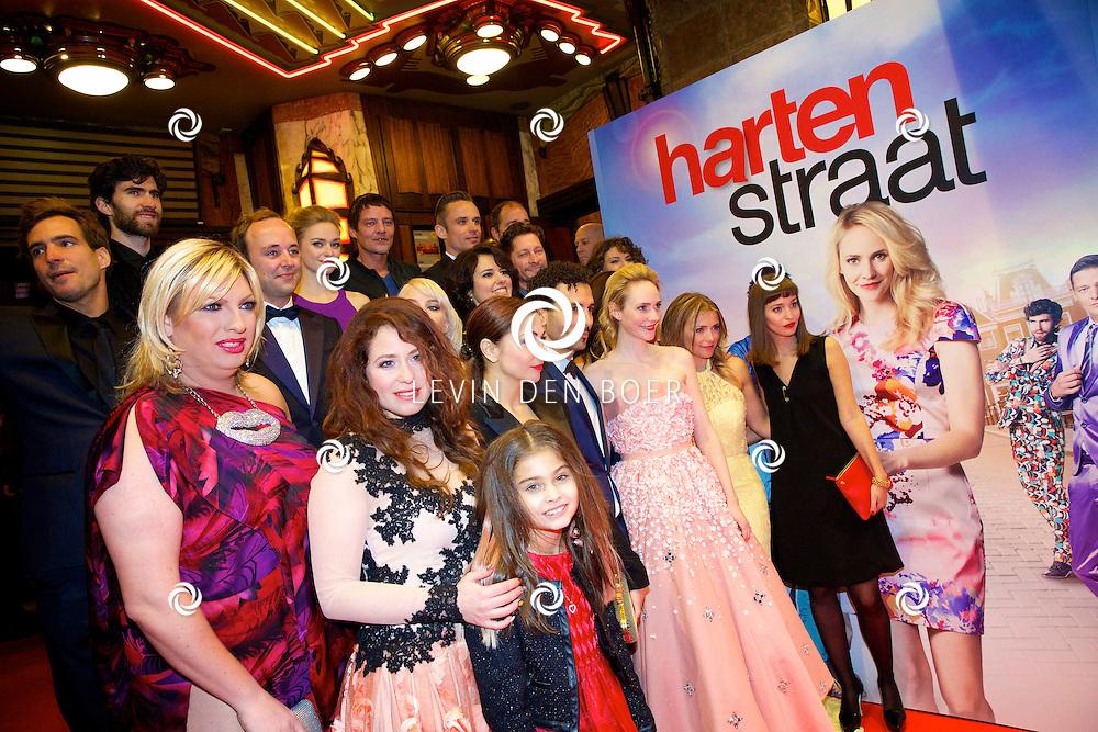 AMSTERDAM - In het Tuschinski theater is de nieuwe Nederlandse film 'Harten Straat' in premiere gegaan. Met op de rode loper   de hele cast van harten straat. FOTO LEVIN DEN BOER - PERSFOTO.NU