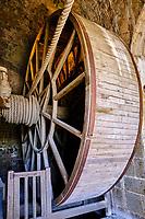 France, Manche (50), Baie du Mont Saint-Michel classé Patrimoine Mondial de l'UNESCO, Abbaye du Mont Saint-Michel, la roue du treuil de levage // France, Normandy, Manche department, Bay of Mont Saint-Michel Unesco World Heritage, Abbey of Mont Saint-Michel