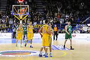 DESCRIZIONE : Porto San Giorgio Lega A 2013-14 Sutor Montegranaro Montepaschi Siena<br /> GIOCATORE : team Daniele Cinciarini<br /> CATEGORIA : team esultanza<br /> SQUADRA : Sutor Montegranaro Montepaschi Siena<br /> EVENTO : Campionato Lega A 2013-2014<br /> GARA : Sutor Montegranaro Montepaschi Siena<br /> DATA : 03/03/2014<br /> SPORT : Pallacanestro <br /> AUTORE : Agenzia Ciamillo-Castoria/C.De Massis<br /> Galleria : Lega Basket A 2013-2014  <br /> Fotonotizia : Porto San Giorgio Lega A 2013-14 Sutor Montegranaro Montepaschi Siena<br /> Predefinita :