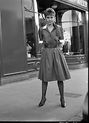 Lydia Roche Fashion Model.   (R76)..1988..19.04.1988..04.19.1988..19th April 1988..Model Lydia Roche returned to a reception at the Blarney Woolen Mills,the place from where she launched her modeling career...Image shows Lydia posing outside Blarney Woolen Mills in Nassau Street, Dublin.
