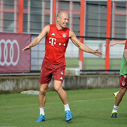 06.07.2015, Saebener Strasse, Muenchen, GER, 1. FBL, FC Bayern Muenchen, Training, im Bild vl. Arjen Robben ( FC Bayern Muenchen ) // during a Trainingssession of German Bundesliga Club FC Bayern Munich at the Saebener Strasse in Muenchen, Germany on 2015/07/06. EXPA Pictures © 2015, PhotoCredit: EXPA/ Eibner-Pressefoto/ Vallejos<br /> <br /> *****ATTENTION - OUT of GER*****