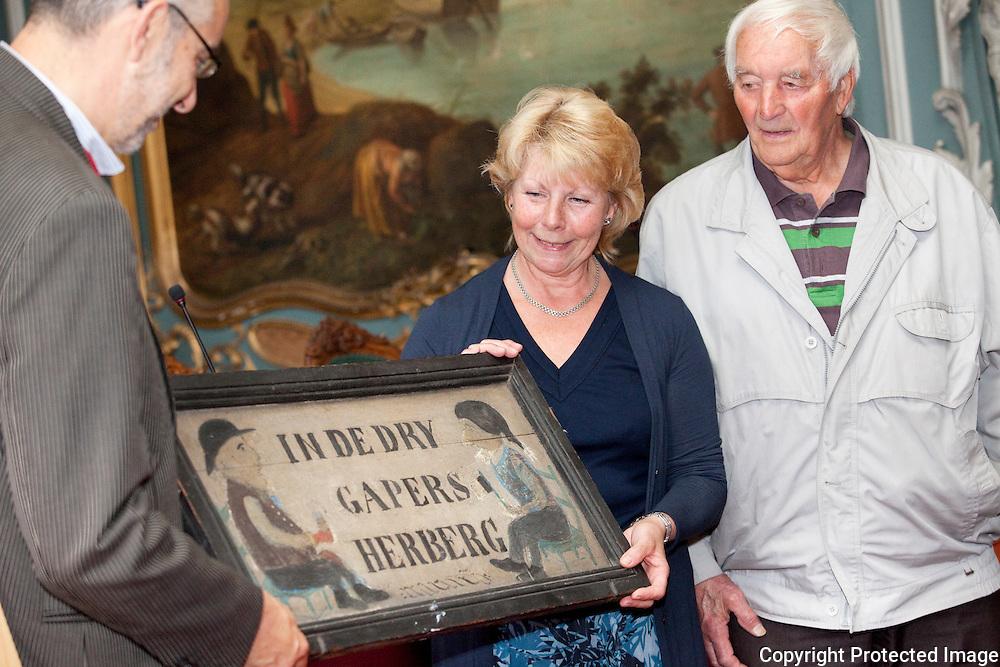 364763-Plechtige overhandiging uithangbord In dry gapers-Diana Franck en Lode Franck-Stadhuis Lier