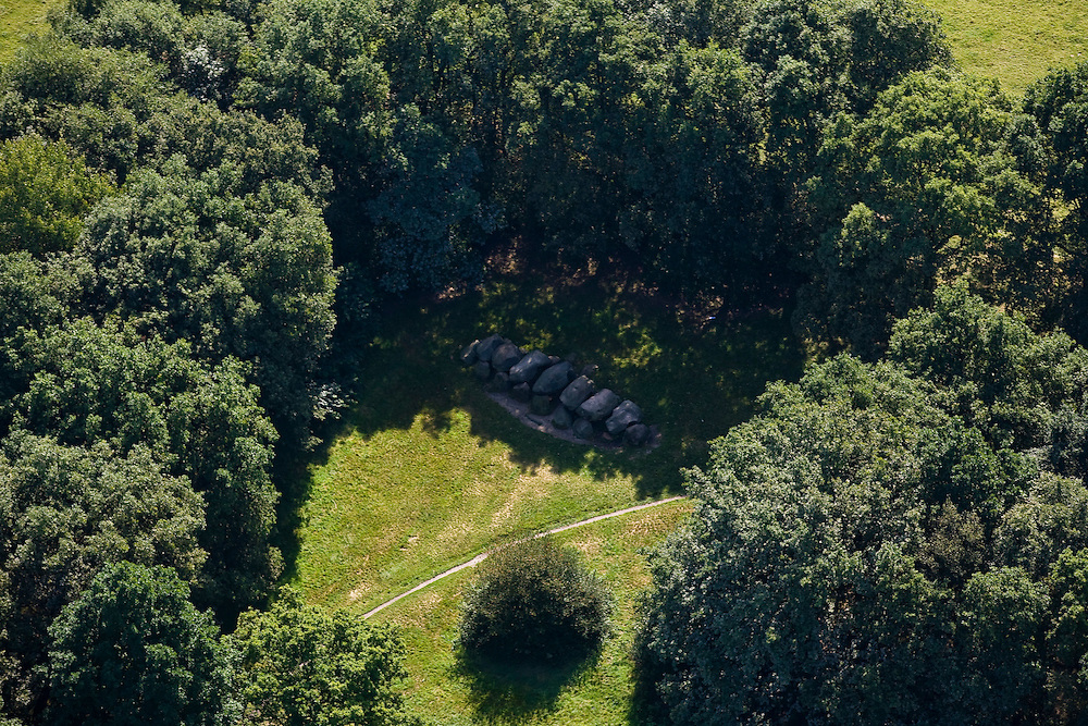 Nederland, Drenthe, Gemeente Aa en Hunze, 08-09-2009; Rolde, hunebed, officieel Rijkshunebed D 18; hunnebed.Dolmen, official archeological monument.luchtfoto (toeslag); aerial photo (additional fee required); .foto Siebe Swart / photo Siebe Swart
