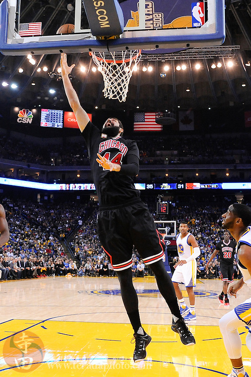 November 20, 2015; Oakland, CA, USA; Chicago Bulls forward Nikola Mirotic (44) shoots the basketball during the second quarter against the Golden State Warriors at Oracle Arena. The Warriors defeated the Bulls 106-94.