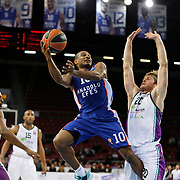 Anadolu Efes's Dontaye Draper (C) and Unicaja Malaga's Jon Stefansson (R) during their Turkish Airlines Euroleague Basketball Top 16 Round 2 match Anadolu Efes between Unicaja Malaga at Abdi ipekci arena in Istanbul, Turkey, Friday January 09, 2015. Photo by Aykut AKICI/TURKPIX