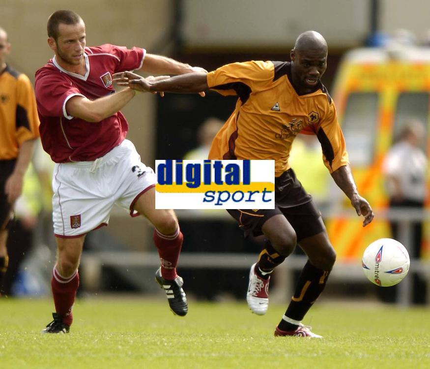 Fotball<br /> Treningskamp England<br /> <br /> Foto: Richard Lane, Digitalsport<br /> NORWAY ONLY<br /> <br /> Northampton Town v Wolverhampton Wanderers<br /> Pre season friendly. 24/07/2004.<br /> <br /> Fred Murray and George Ndah challenge for the ball