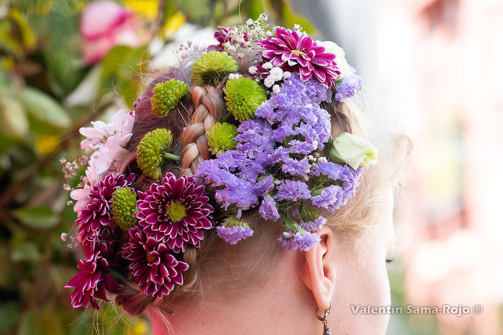 Madrid, Spain. 6th May, 2018. Details of the flower tiara of the 'Maya' Marina, made with different types of flowers intertwined with her braids of hair. © Valentin Sama-Rojo.