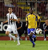 Fotball<br /> Foto: imago/Digitalsport<br /> NORWAY ONLY<br /> <br /> 28.07.2010 <br /> Partizan Beograd<br /> <br /> Partizan - HJK Helsinki Champions league third qualifying round <br /> <br /> MOHAMED KAMARA (R), HJK HELSINKI AND ALEKSANDAR LAZEVSKI (L) Partizan