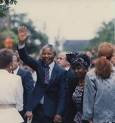 June 26, 2013 - Canada - Nelson Mandela en compagnie de sa femme Winnie, le 19 juin 1990, lors de sa visite à Montréal..PHOTO JOHN TAYLOR/LES ARCHIVES/LE JOURNAL DE MONTRÃ?AL (Credit Image: © PHOTOGNOSOURCE/QMI Agency/ZUMAPRESS.com)