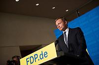 DEU, Deutschland, Germany, Berlin, 23.09.2013:<br />Christian Lindner (FDP), Vorsitzender des Landesverbandes und der Landtagsfraktion der FDP in Nordrhein-Westfalen, bei einer Pressekonferenz im Deutschen Bundestag. Die FDP ist am Vorabend bei der Bundestagswahl an der 5-Prozent-Hürde gescheitert und wird im neuen Bundestag nicht mehr vertreten sein.