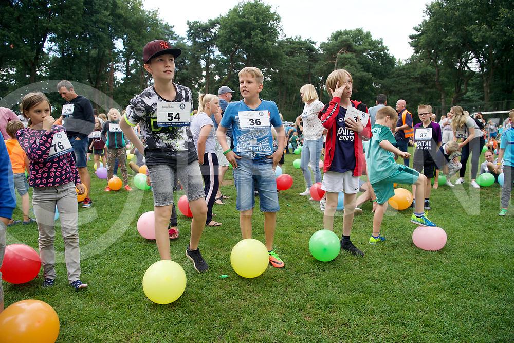 OMMEN - Recodpoging ballon trappen<br /> Foto: Klaar voor de strijd.<br /> FFU Press Agency copyright Frank Uijlenbroek