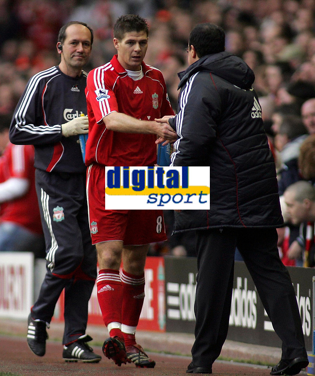 Photo: Paul Thomas.<br /> Liverpool v Sheffield United. The Barclays Premiership. 24/02/2007.<br /> <br /> Captain Steven Gerrard of Liverpool gets a hand shake from boss Rafael Benitez.