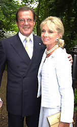 Actor ROGER MOORE and MRS KIKI THOLSTRUP <br /> at a party in London on 5th July 2000.OGB 16<br /> © Desmond O'Neill Features:- 020 8971 9600<br />    10 Victoria Mews, London.  SW18 3PY <br /> www.donfeatures.com   photos@donfeatures.com<br /> MINIMUM REPRODUCTION FEE AS AGREED.<br /> PHOTOGRAPH BY DOMINIC O'NEILL