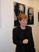 Anne Diamond. book launch of Terence Donovan, The Photographs. Pentagram. London W11. 4 October 2000. © Copyright Photograph by Dafydd Jones 66 Stockwell Park Rd. London SW9 0DA Tel 020 7733 0108 www.dafjones.com