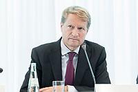 14 JUN 2018, BERLIN/GERMANY:<br /> Ulrich Wilhelm, Vorsitzender der ARD, Pressekonferenz zur Reform des Telemedienauftrags der oeffentlich-rechtlichen Rundfunkanstalten, Landesvertretung Rheinland.-Pfalz<br /> IMAGE: 20180614-01-036