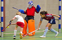 BENNEBROEK - Zaalhockey D meisjes competitie AMVJ-Rood Wit. COPYRIGHT KOEN SUYK