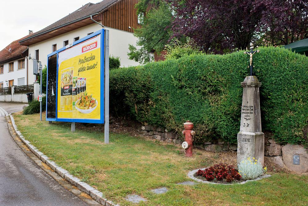 28.06.2017; Oberalpfen; Kreuz in Oberalpfen, Dorfstrasse<br /> (Foto: Steffen Schmidt)
