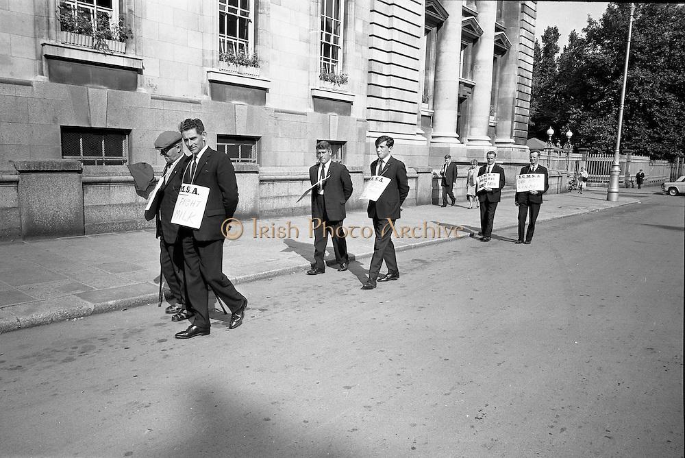 17/09/1968<br /> 09/17/1968<br /> 17 September 1968<br /> ICMSA pickets outside Government Buildings, Merrion Street, Dublin. Picture shows Irish Creamery Milk Suppliers Association pickets from Co. Limerick: J.J. Daly (Ballylanders); Paddy O'Grady (Murroe); Martin Ryan (Brittas); John Egan (Murroe); Patrick White (Rath, Murroe) and James O'Brien (Murroe).