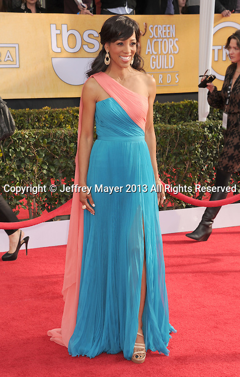 LOS ANGELES, CA - JANUARY 27: Shaun Robinson arrives at the 19th Annual Screen Actors Guild Awards at the Shrine Auditorium on January 27, 2013 in Los Angeles, California.