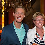 NLD/Amsterdam/20130613 - Inloop feestje Ferry Doedens, Ferry met zijn moeder