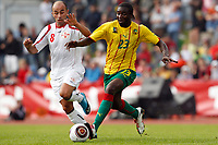 Fotball<br /> Kamerun v Georgia<br /> Lienz Østerrike<br /> 25.05.2010<br /> Foto: Gepa/Digitalsport<br /> NORWAY ONLY<br /> <br /> FIFA Weltmeisterschaft 2010 in Suedafrika, Vorberichte, Vorbereitung, Vorbereitungsspiel, Freundschaftsspiel, Laenderspiel, Kamerun vs Georgien. <br /> <br /> Bild zeigt Zurab Menteshashvili (GEO) und Dorge Kouemaha (CMR)