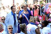 Canal Parade 2013 in de Amsterdamse grachten. De Canal Parade is het hoogtepunt van de Gay Pride, een feestweek met voornamelijk homo's, bi's, lesbiennes en transgenders.<br /> <br /> Canal Parade 2013 in the canals of Amsterdam. The Canal Parade is the highlight of the Gay Pride, a festival week with mostly gay, bisexual, lesbian and transgender people.<br /> <br /> Op de foto / On the photo: <br /> <br />  Maxima Look Alike tijdens de parade