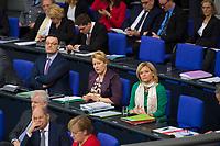 DEU, Deutschland, Germany, Berlin, 27.11.2019: Bundesgesundheitsminister Jens Spahn (CDU), Bundesfamilienministerin Dr. Franziska Giffey (SPD), Bundeslandwirtschaftsministerin Julia Klöckner (CDU), auf der Regierungsbank während einer Plenarsitzung im Deutschen Bundestag.