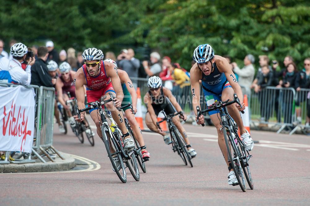 Vicente Hernandez (ESP), Davide Uccellari (ITA), U23 World Triathlon Championships Men, Hyde Park London, UK on 12 September 2013. Photo: Simon Parker