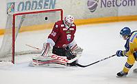 Ishockey , Get-Ligaen<br /> 25.02.14<br /> Hamar OL-Amfi<br /> Storhamar v Lillehammer  4-1<br /> Foto : Dagfinn Limoseth , Digitalsport<br /> Joe Fallon , Lillehammer og Nathan Martz , Storhamar