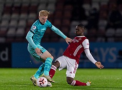 LONDON, ENGLAND - Friday, October 30, 2020: Liverpool's Luis Longstaff (L) is tackled by Arsenal's Tim Akinola during the Premier League 2 Division 1 match between Arsenal FC Under-23's and Liverpool FC Under-23's at Meadow Park. Liverpool won 1-0. (Pic by David Rawcliffe/Propaganda)