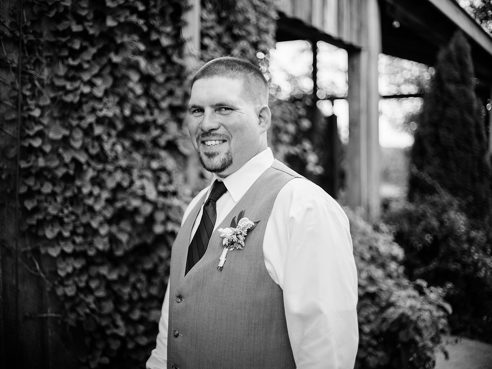 FRANKLIN, KY – JUNE 26, 2021: Scenes from the wedding of Whitney and Chase Voorhees held at The Arling.