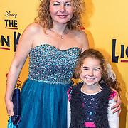 NLD/Scheveningen/20161030 - Premiere musical The Lion King, Maaike Widdershoven en dochter