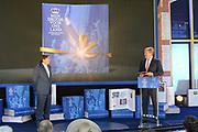 Het Droomboek is vandaag gepresenteerd op Paleis Het Loo in Apeldoorn. Het eerste exemplaar van het boek met toekomstdromen voor ons Koninkrijk werd aangeboden aan Koning Willem-Alexander in het bijzijn van honderden trotse inzenders van de dromen en Koningin Maxima.<br /> <br /> The Dream Book is presented today at Het Loo Palace in Apeldoorn. The first copy of the book with dreams of the future for our Kingdom was offered to King Willem-Alexander in front of hundreds of proud contributors of the dreams and Queen Maxima.<br /> <br /> Op de foto / On the photo: <br />  Hans Wijers overhandigd Koning Willem Alexander het eerste exemplaar / Hans Wijers handed the first copy to King William Alexander