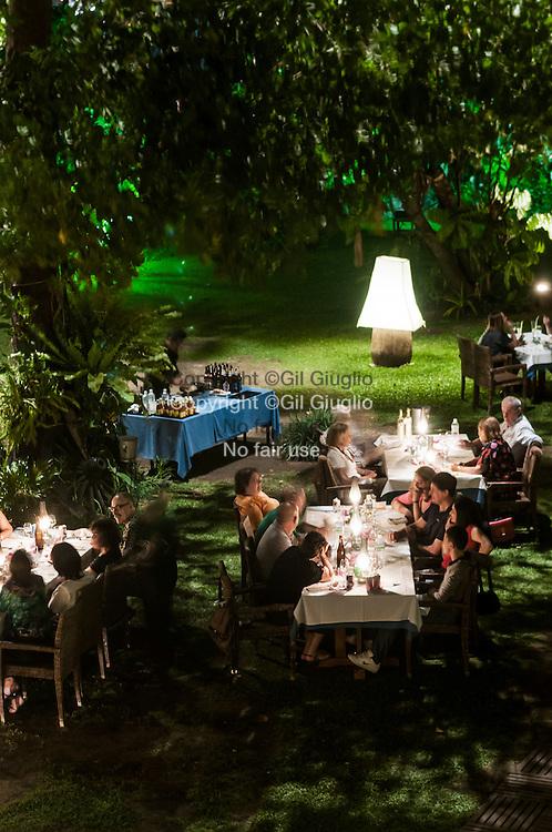 Myanmar, Yangon, dîner dans jardin du restaurant Le Planteur // Myanmar, Yangon, diner time in garden of Le Planteur restaurant,