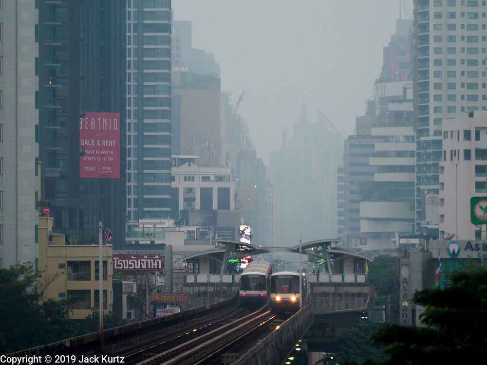 31 JANUARY 2019 - BANGKOK, THAILAND:   Morning smog over Bangkok, looking east from the Asok BTS Skytrain station. The Thai government has closed more than 400 schools for the rest of the week because of high levels of pollution in Bangkok. At one point Wednesday, Bangkok had the third highest level of air pollution in the world, only Delhi, India and Lahore, Pakistan were worst. The Thai government has suspended some government construction projects and ordered other projects to take dust abatement measures. Bangkok authorities have also sprayed water into the air in especially polluted intersections to control dust. Bangkok's AQI (Air Quality Index) Thursday morning was 180, which is considered unhealthy for all people.      PHOTO BY JACK KURTZ