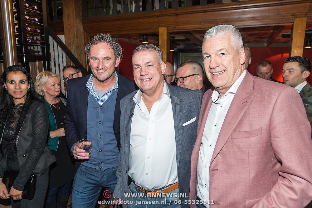 """NLD/Naarden/20161110 - Boekpresentatie Sierd de Vos """"El Sierd"""", Reinold Wiedemeijer, Sierd en Roelof Luinge"""