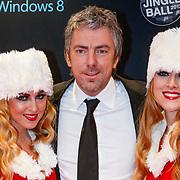 NLD/Amsterdam/20121222 - Inloop 538Jingleballs 2012, Ruud de Wild met 2 kerstengelen