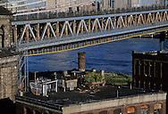 New York. elevated view on  Dumbo area under renovation, under the Manhattan bridge. - new artist area - . Manhattan skyline, and east river.  Brooklyn New York  Usa /   Dumbo, quartier des docks en rénovation , occupes par les artistes,  sous les ponts de Manhattan au bord de l East river. Skyline   Brooklyn New York  Usa  vue du 10 water st