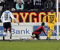 Fotball Tippeligaen 02.11.08 Rosenborg ( RBK ) -Bodø/Glimt<br /> Trond Olsen setter inn mål nr. 3,<br /> Foto: Carl-Erik Eriksson, Digitalsport