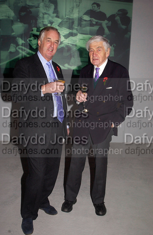 ( Sir?) Christopher Bland and robert Kee, Panorama at 50,  birthday, 2 More, Tooley St. 30 October 2003. © Copyright Photograph by Dafydd Jones 66 Stockwell Park Rd. London SW9 0DA Tel 020 7733 0108 www.dafjones.com