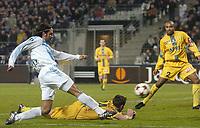 Fotball<br /> Frankrike 2004/05<br /> Olympique Marseille v Nantes<br /> 27. november 2004<br /> Foto: Digitalsport<br /> NORWAY ONLY <br /> FABRICE FIORESE (OM) / LOIC GUILLON / ALEXANDER VIVEROS (NAN)
