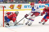 Ishockey<br /> VM 2015<br /> Russland v Norge 6:2<br /> 01.05.2015<br /> Foto: imago/Digitalsport<br /> NORWAY ONLY<br /> <br /> Goalie Lars Volden (NOR) makes blocker save on shot from Anton Belov (RUS).