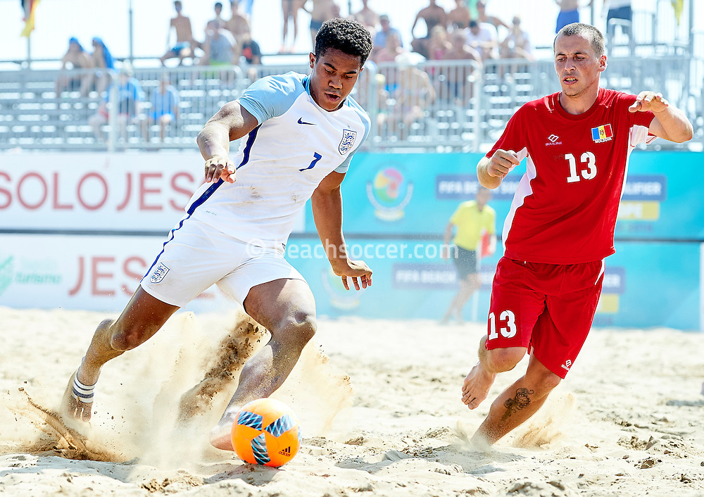 England's Farquharson in action against Moldova during the FIFA Beach Soccer World Cup qualifier in Jesolo. (Photo by Manuel Queimadelos)