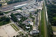 Nederland, Amsterdam, Kruislaan, 17-06-2008; de Kruislaan (van midden onder diagonaal naar links) en de Ooster Ringdijk (rechts) omsluiten (een deel van het) Science Park Amsterdam; hier zijn onder andere gehuisvest FNWI (Faculteit der Natuurwetenschappen, Wiskunde en Informatica van de Universiteit van Amsterdam), Nikhef, AMOLF, CWI en SARA (computercentrum); het langwerpige gebouw aan aan de Ringdijk huisvest een deeltjesversneller; lonksboven in beeld rangeerterrein NS Nederlandse spoorwegen; kenniscentrum, kenniseconomie, internetknooppunt, internet knooppunt, atoomfysica..luchtfoto (toeslag); aerial photo (additional fee required); .foto Siebe Swart / photo Siebe Swart
