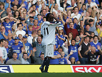 Photo: Lee Earle.<br /> Chelsea v Bolton Wanderers. The Barclays Premiership.<br /> 15/10/2005. Bolton's Ricardo Gardner leaves the pitch, to the delight of the home fans.