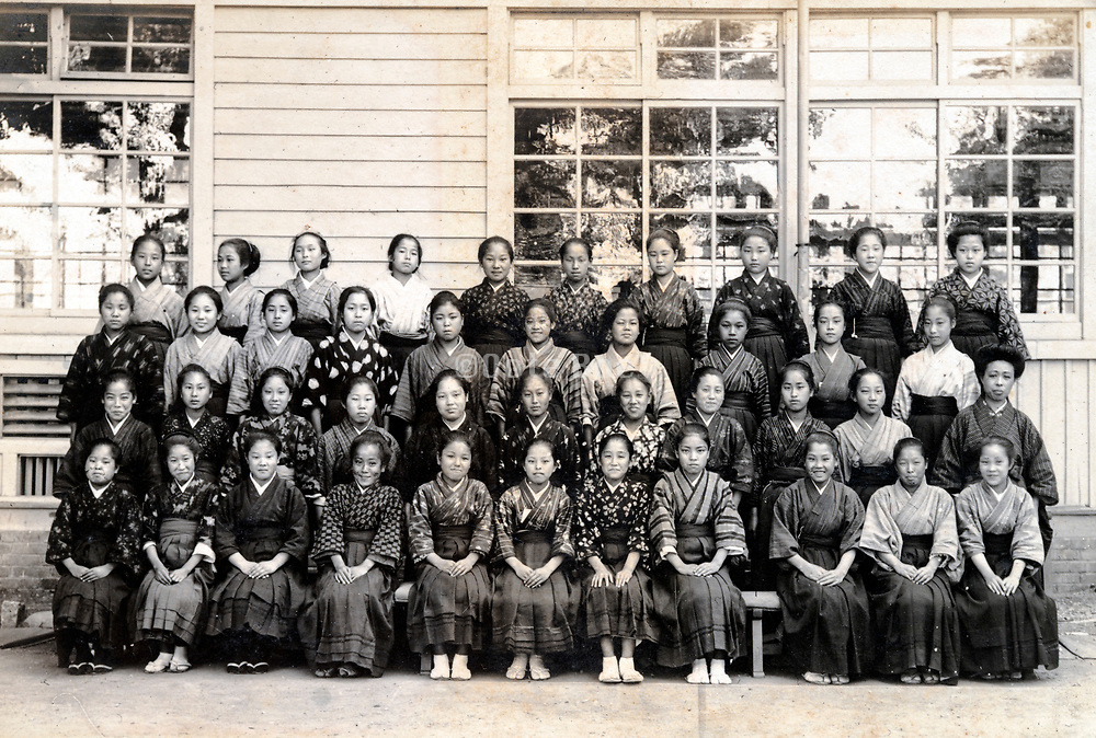 women only large school group photo Japan ca 1930s