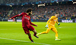 SALZBURG, AUSTRIA - Tuesday, December 10, 2019: Liverpool's Mohamed Salah rounds FC Salzburg's goalkeeper Cican Stankovic to score the second goal during the final UEFA Champions League Group E match between FC Salzburg and Liverpool FC at the Red Bull Arena. (Pic by David Rawcliffe/Propaganda)