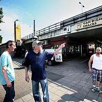 Nederland, Amsterdam Noord , 23 mei 2012..Het Mosplein met op de achtergrond Van Diemen Snacks onder de viaduct..Foto:Jean-Pierre Jans