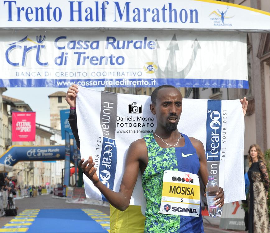 9ª Semi Maratona di Trento Half Marathon - 6 ottobre 2019 –  Corsa su strada internazionale -  06.10.2019, Trento, Trentino, Italia. Arrivo, Mosisa<br /> © Daniele Mosna WWW.DANIELEMOSNA.IT